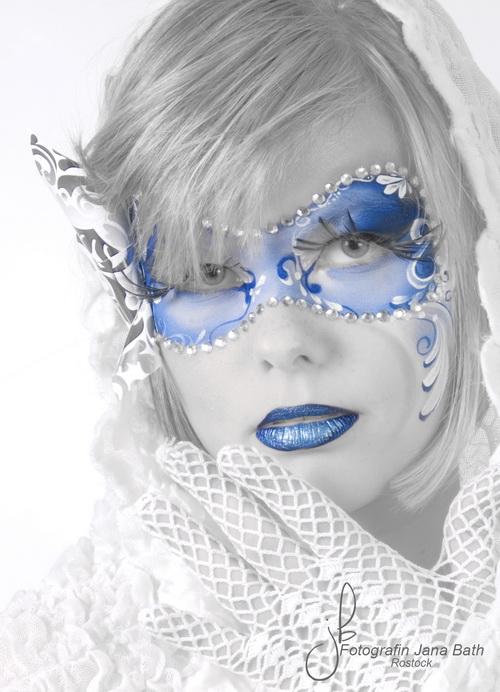 Blaue Maske - s/w mit Duotone