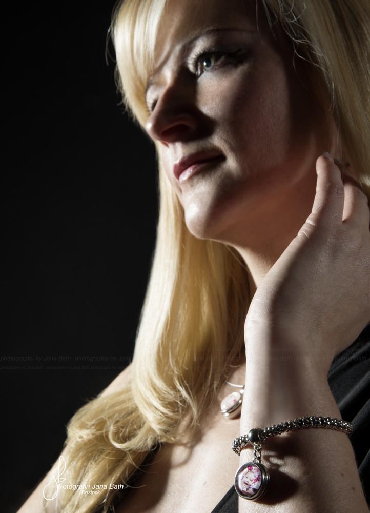 silberfarbenes Armband mit einem Chunk 14,50 Euro - Foto Jana Bath 2016