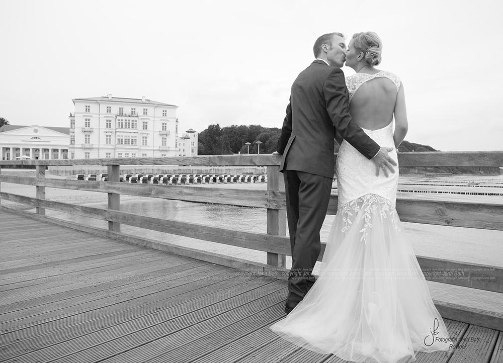 ... auch nach 10 Jahren wird noch liebevoll geküsst ... - Heiligendamm Foto Jana Bath 2017