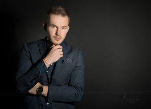 Business Portrait männlich farbig - Fotostudio Rostock Jana Bath