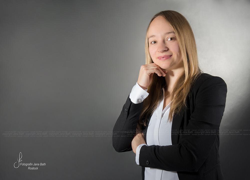 Business Portrait weiblich aus einer Serie - Foto Jana Bath