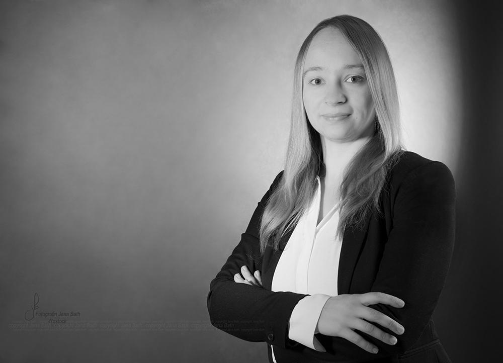 weibliches Business Portrait in s/w - Foto Jana Bath Rostock