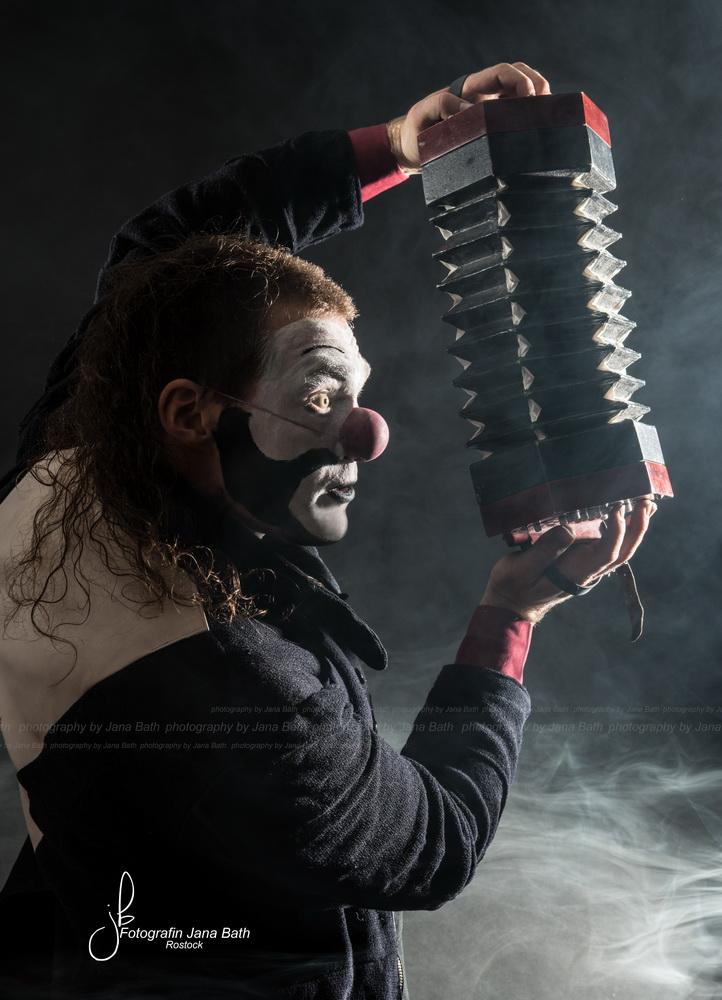 Fast mystisch, vor allem aussagekräftig, Firmenprofil Clown Tim, Foto Jana Bath 2017, Rostock