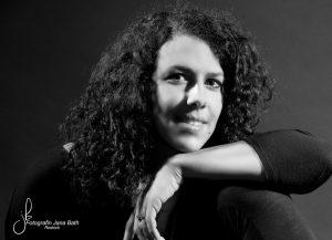 Portrait Monique schwarz/weiß
