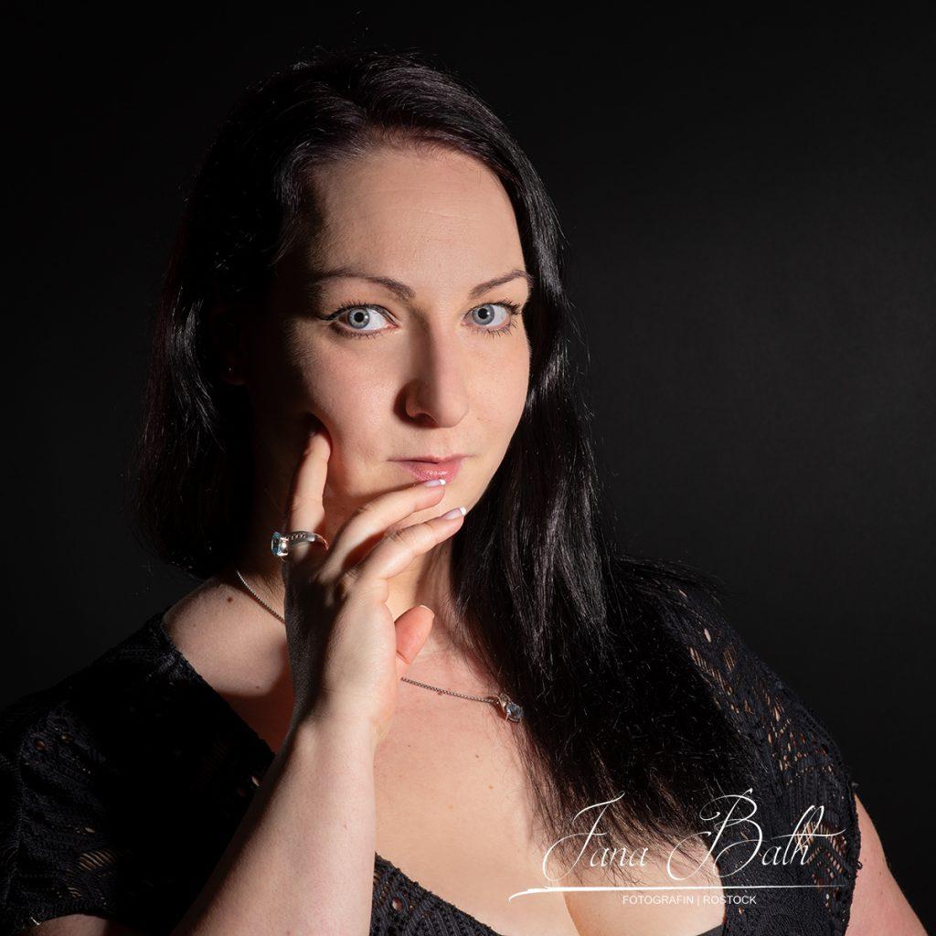 Onlinedating, Porträts, flirten, Jana Bath 2021
